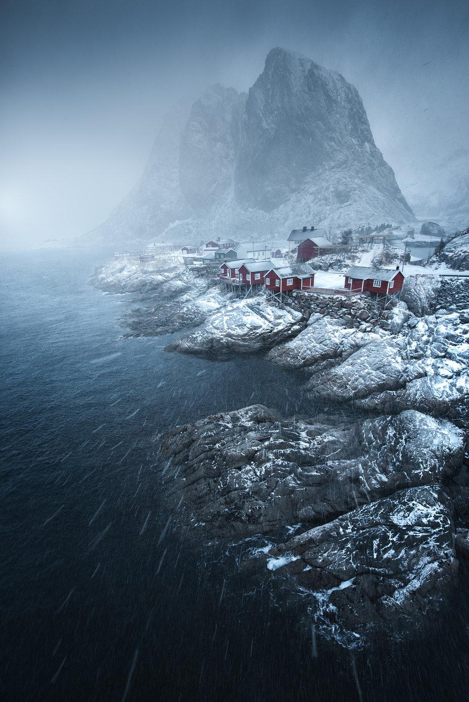 Lofoten-Hamnoy-snowstorm.jpg