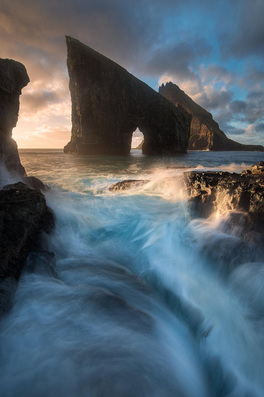 Faroe-Islands-Drangarnir.jpg