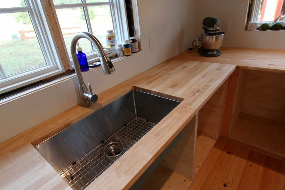 German Zuhnë undermount stainless steel kitchen sink & Della faucet