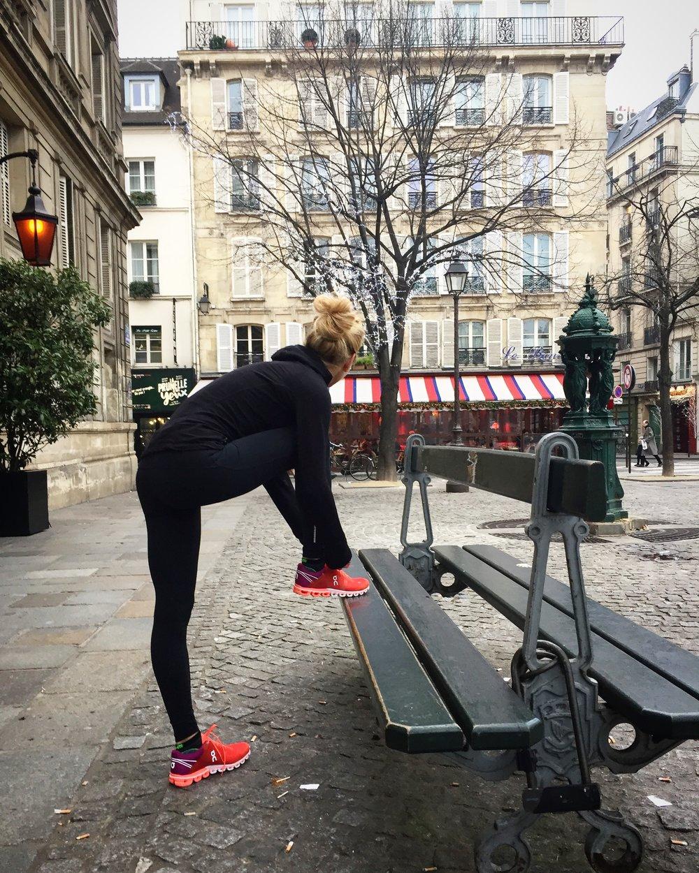 Veste Icebreaker, legging Nike, chaussettes Rywan, chaussures On Running