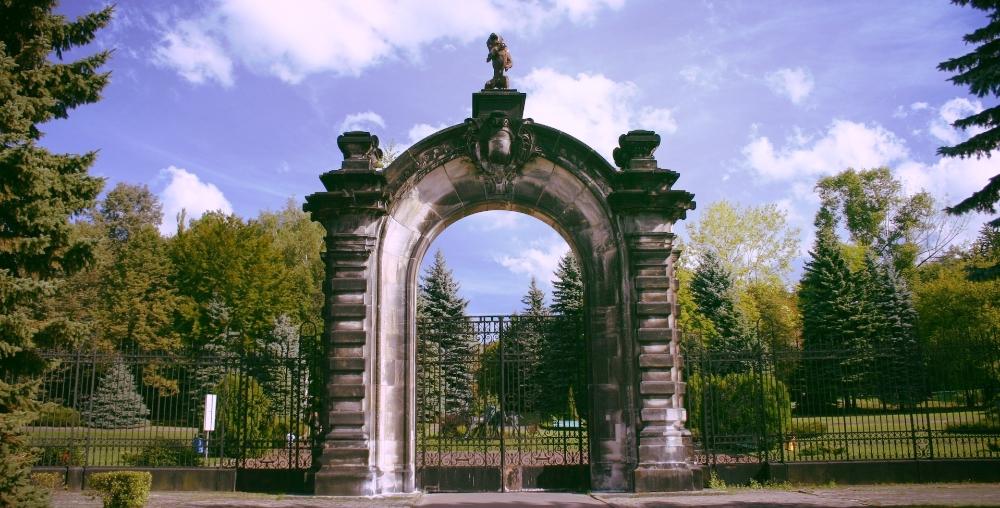 gate-1565716-1918x1278.jpg