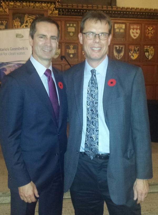 David Dilks (R) with Dalton McGuinty (L)