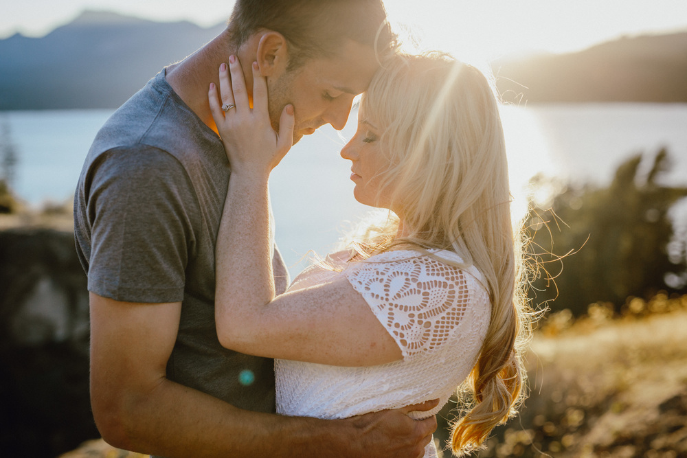 A sunset engagement photo in Oregon