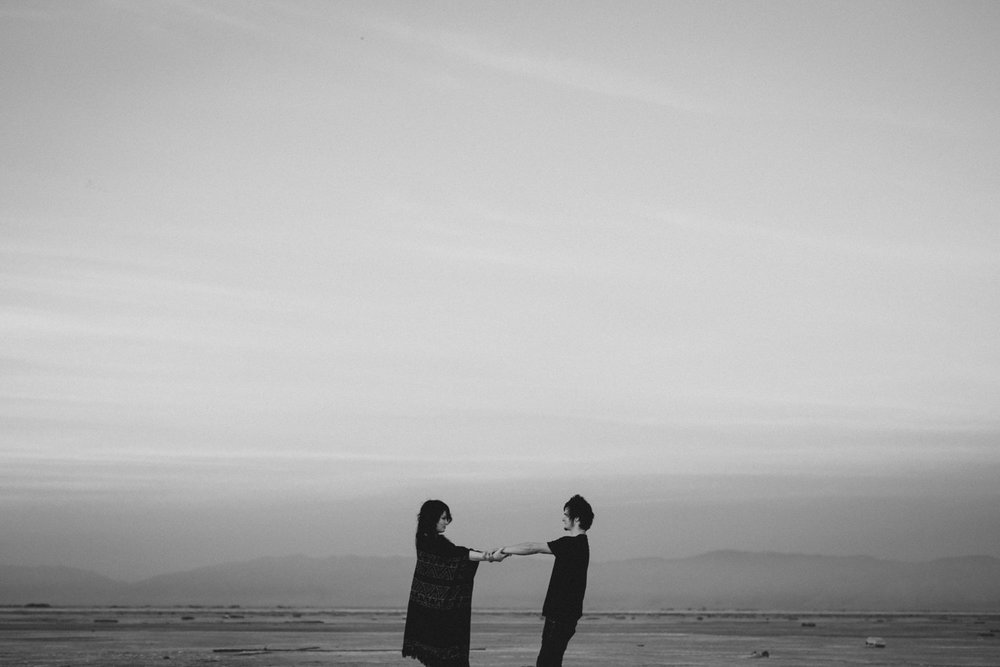 salt-lake-desert-engagement-photography_0029.jpg