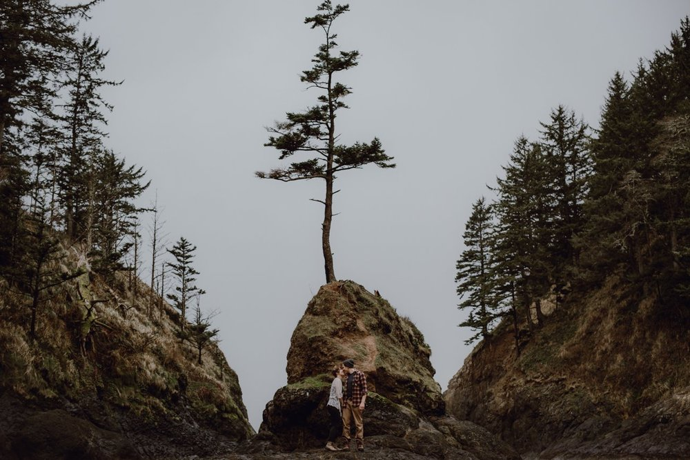 Engagement photo shoot at the Oregon Coast by Catalina Jean Photography