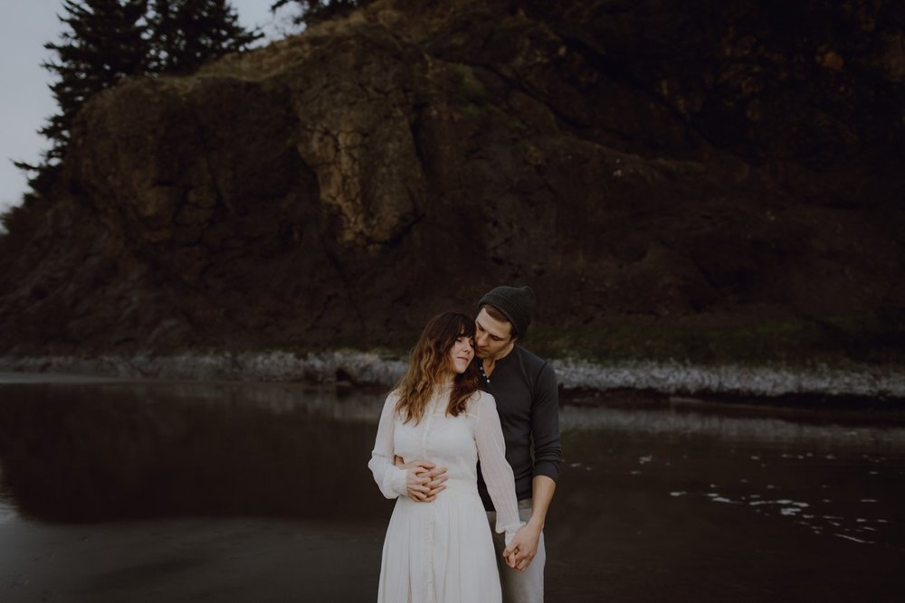 Engagement photo on the Oregon coast by Oregon Photographer Catalina Jean