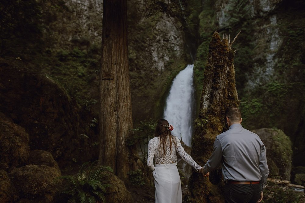 wahclella-falls-elopement-wedding_0011.jpg
