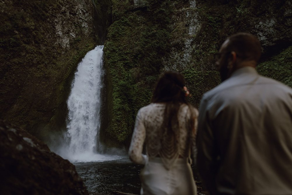 wahclella-falls-elopement-wedding_0012.jpg