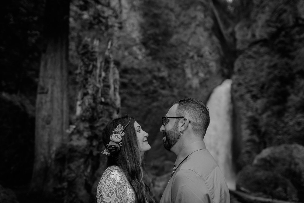 wahclella-falls-elopement-wedding_0019.jpg