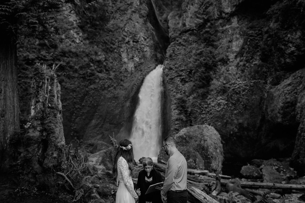 wahclella-falls-elopement-wedding_0020.jpg