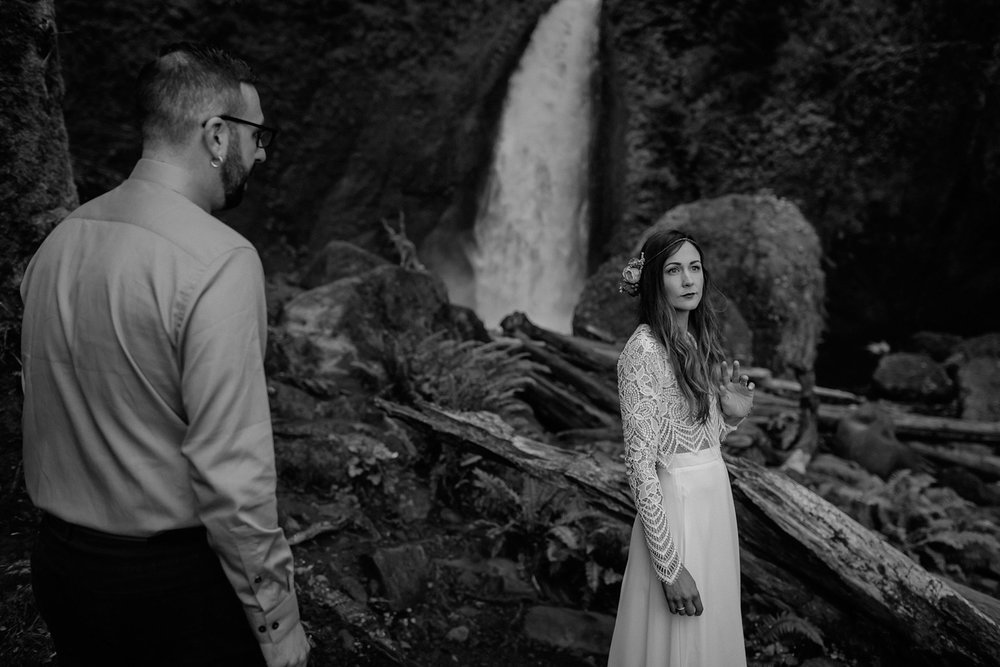 wahclella-falls-elopement-wedding_0040.jpg