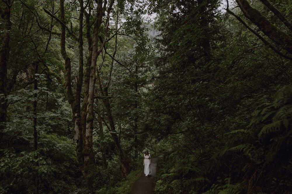 oregon-waterfall-elopement-wedding_0005.jpg