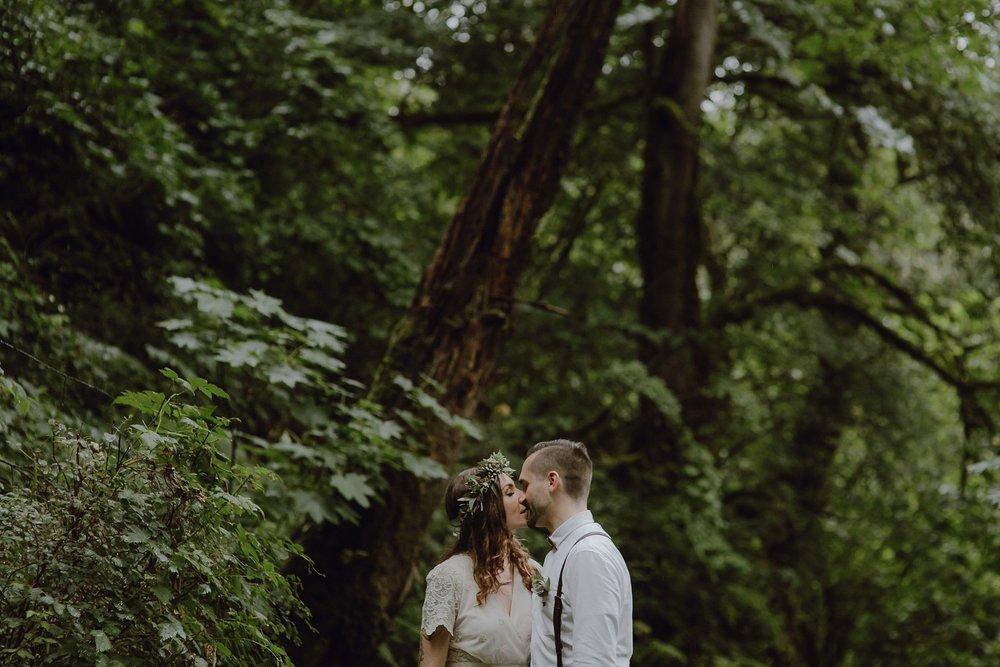 oregon-waterfall-elopement-wedding_0010.jpg