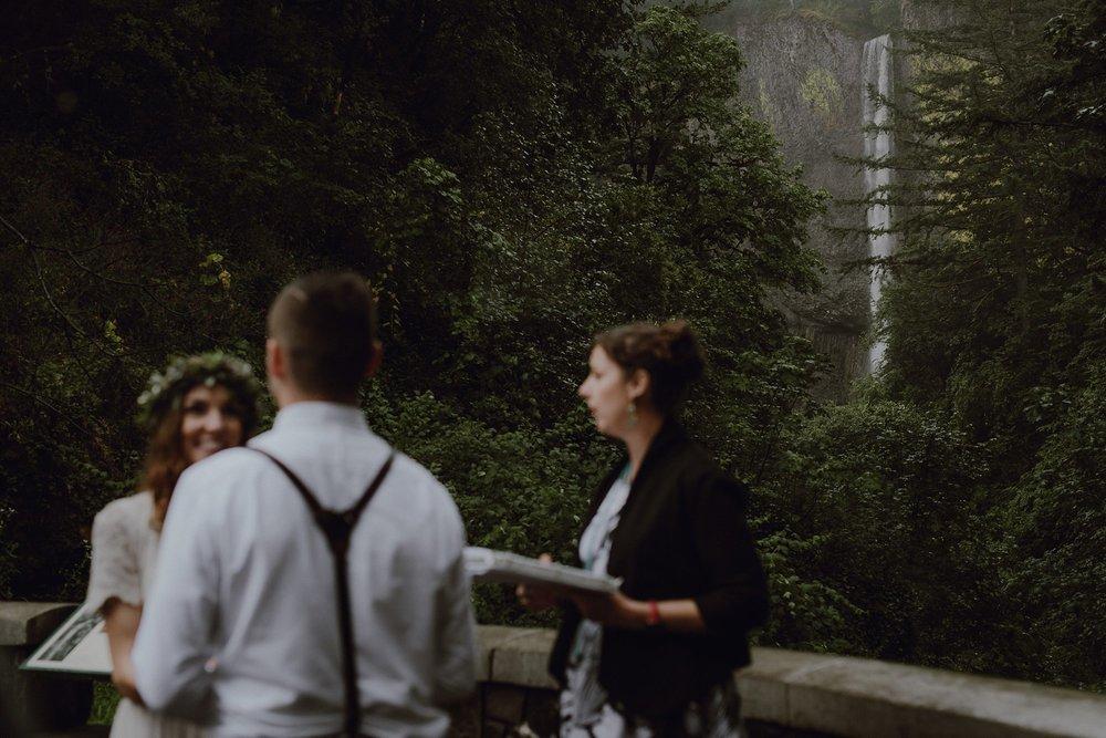 oregon-waterfall-elopement-wedding_0022.jpg