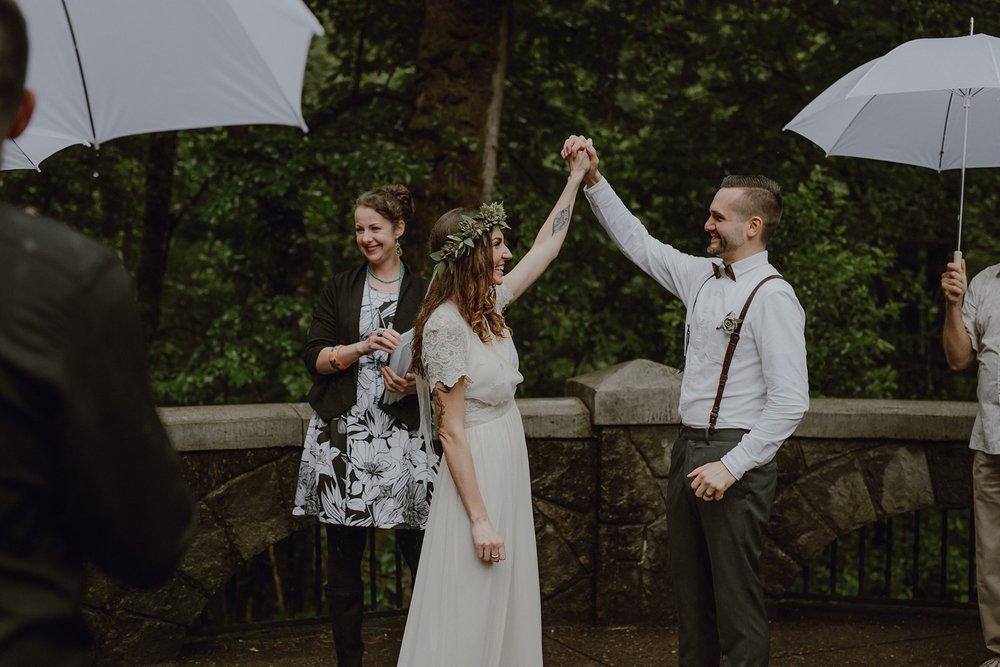 oregon-waterfall-elopement-wedding_0031.jpg