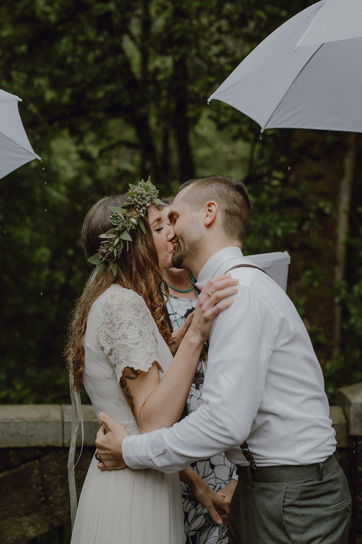 oregon-waterfall-elopement-wedding_0030.jpg