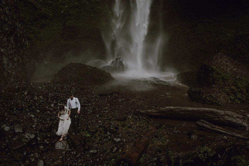 oregon-waterfall-elopement-wedding_0053.jpg