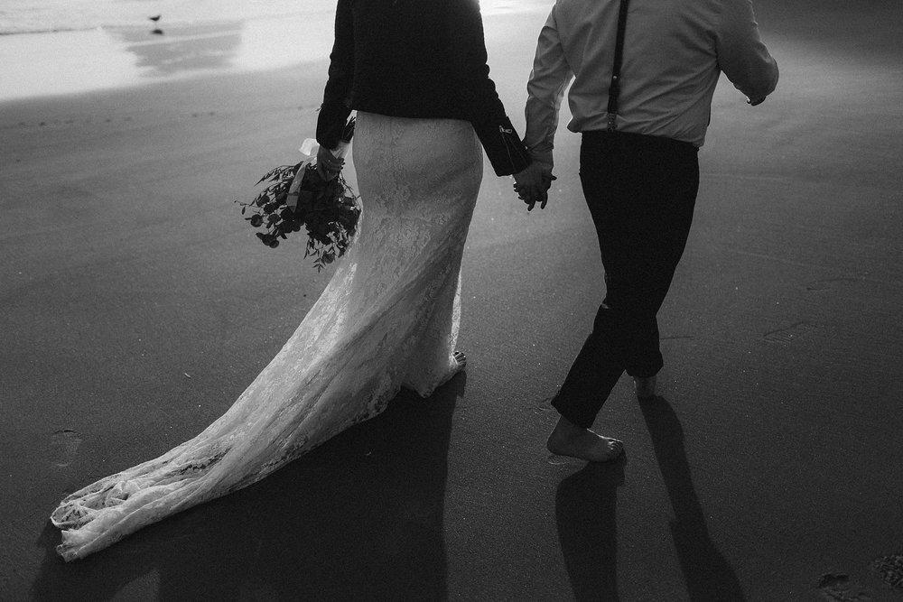 cape-kiwanda-elopement-wedding_0035.jpg