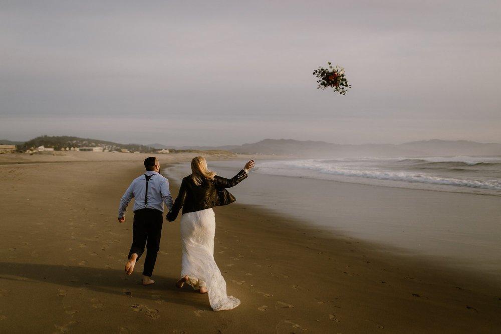 cape-kiwanda-elopement-wedding_0040.jpg
