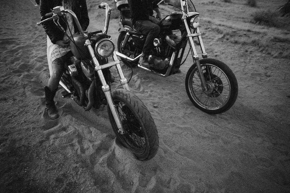 motorcycle-elopement-in-joshua-tree_0031.jpg