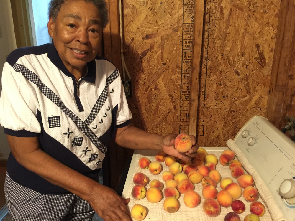 peach lover.JPG