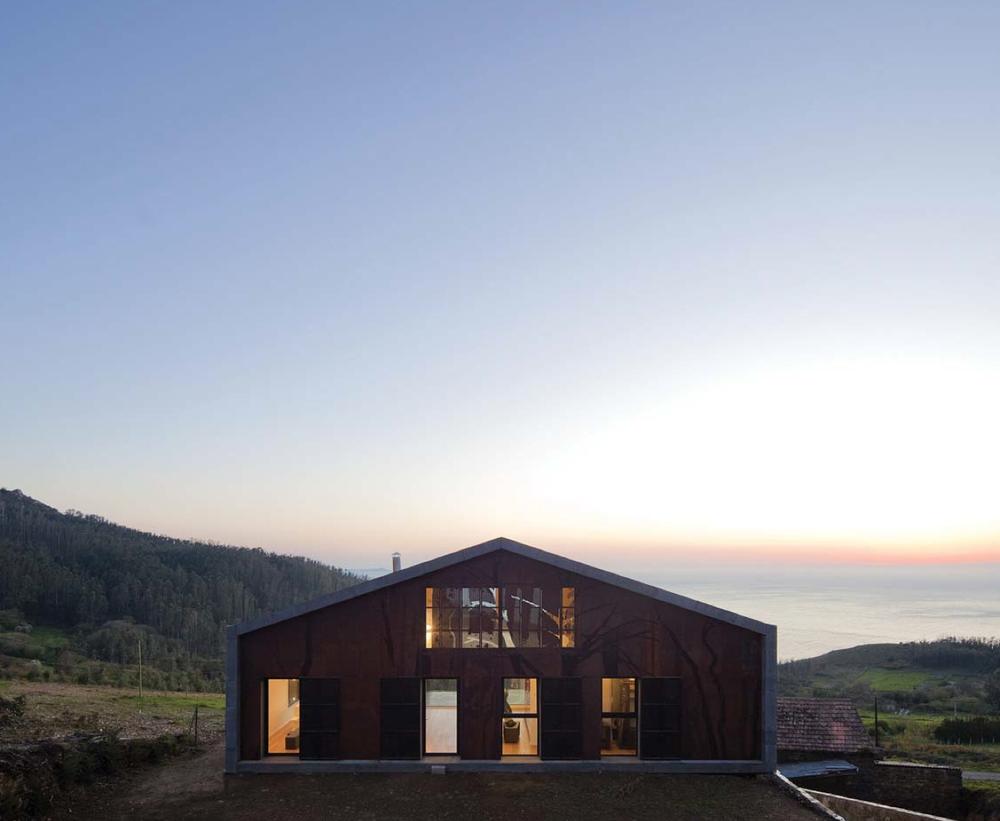 Grey Viroc facades | Modular house | Carmina Casajuana, Beatriz G. Casares and Marcos González | Atelier MYCC | Madrid, Spain