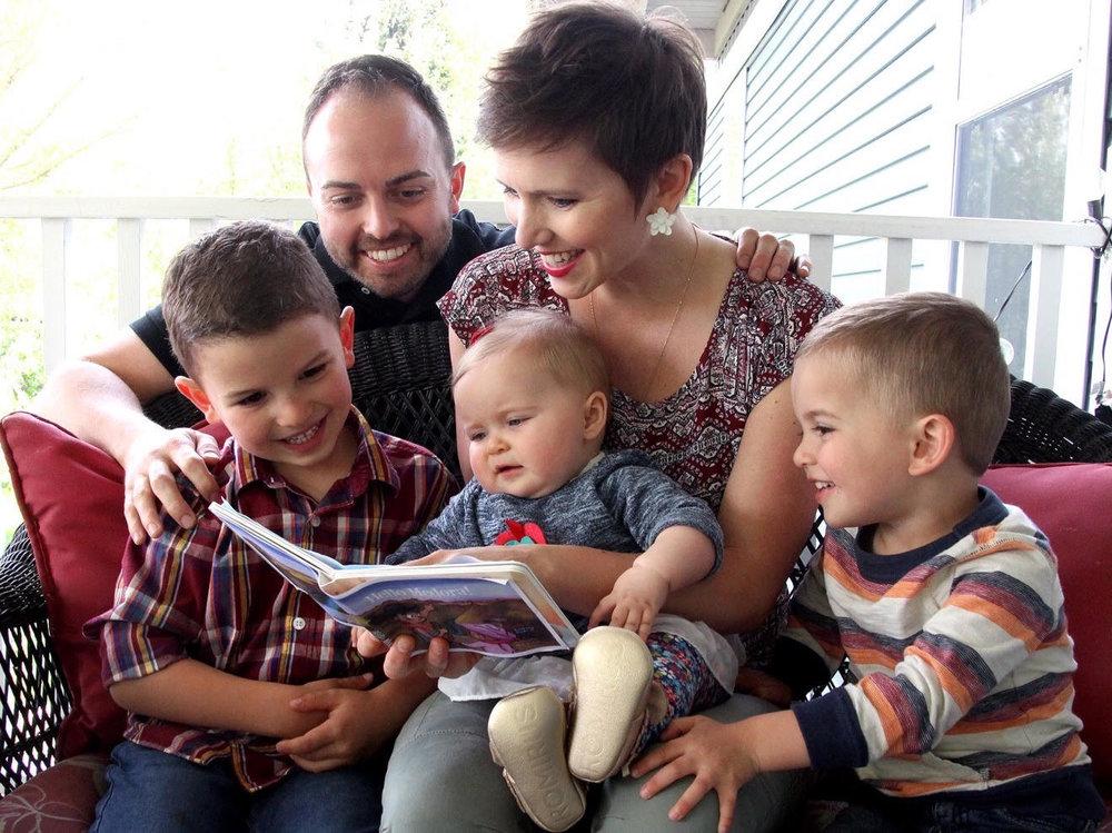 hellomedora-familyphoto.jpg