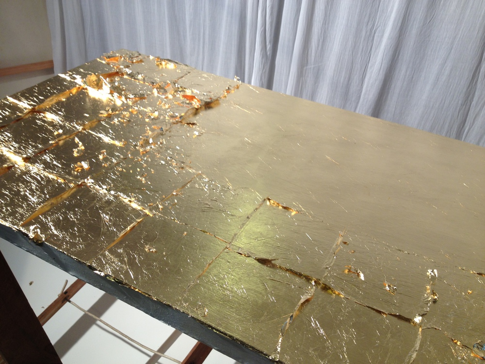 Gilding a canvas