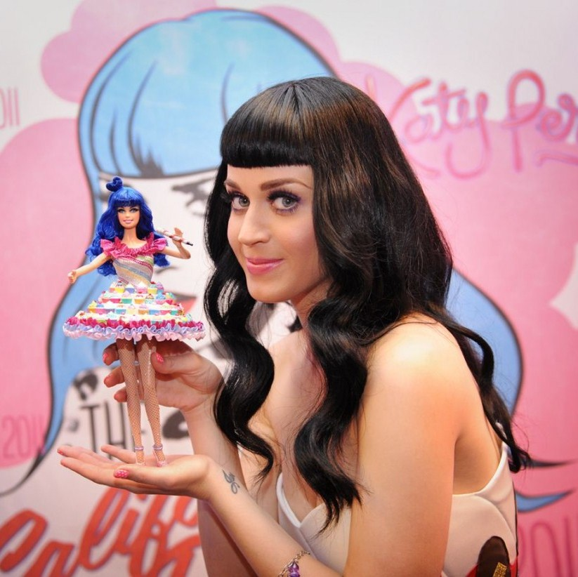 katy-perry-with-her-barbie-doll.JPG