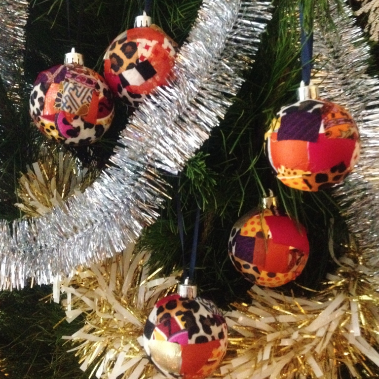 artworkerprojects.xmasbaubles.tree.JPG