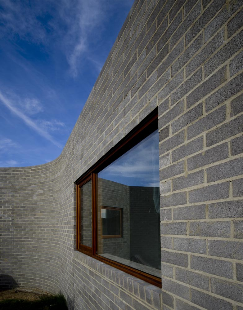 curved brickwork.jpg