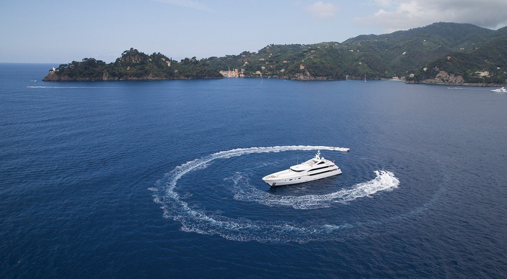 Turquoise's efficient engines reach a cruising speed of 14 knots and a maximum speed of 17 knots