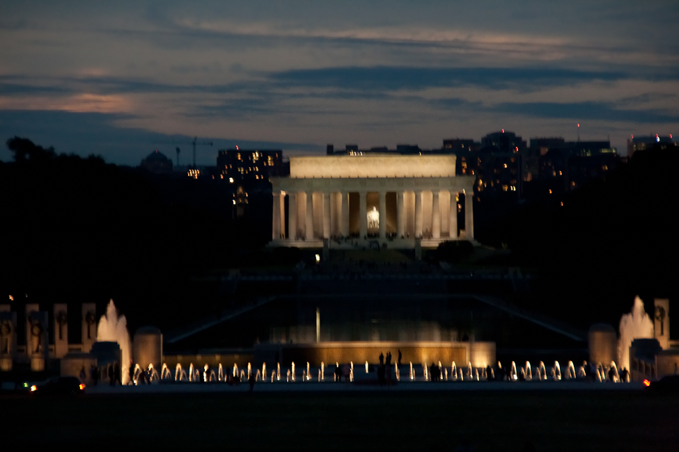 Lincoln_Memorial_and_WWII_mem.jpg