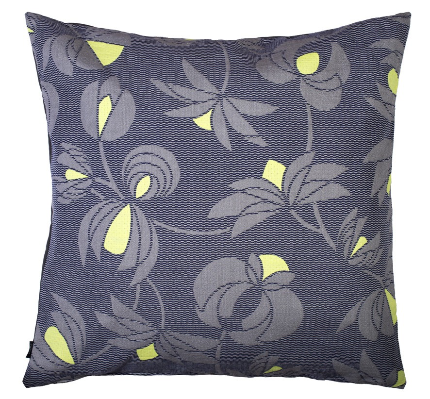 Volubilis grey -  Floor cushion       90 x 90 cm       front side:    wool 96% silk 4%     back side: grey coton 80% polyester 20%