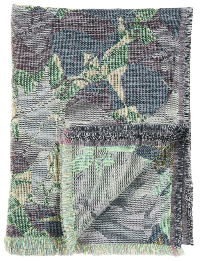 Ombrage/green- Throw 142 x 110 cm  Compositon: jacquard woven fabric 78% wool 16% viscose 6% silk
