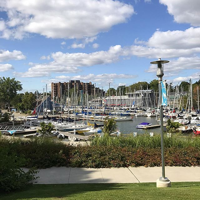 This view never gets old #oakville #downtownoakville #dtoakville #sailboats #perfectday #buyinginoakville #lifeinoakville #beautifulmorning