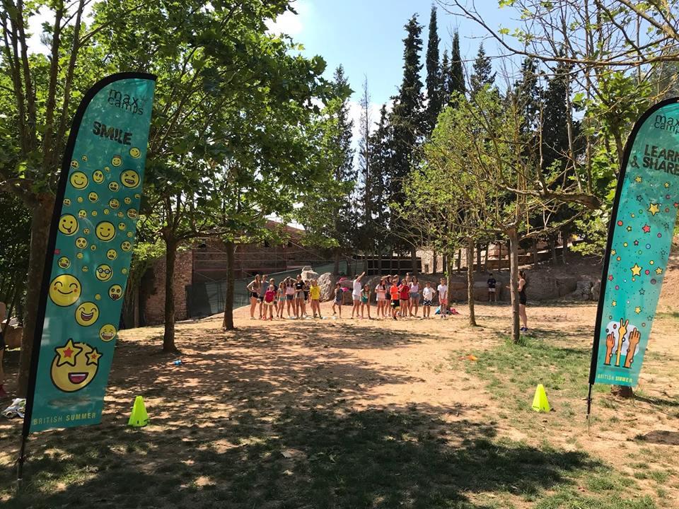 Para los más pequeños (5-8 años): - Campamento multi-actividad situado en Castellnou de Bages, estancias de 4 días/3 noches.