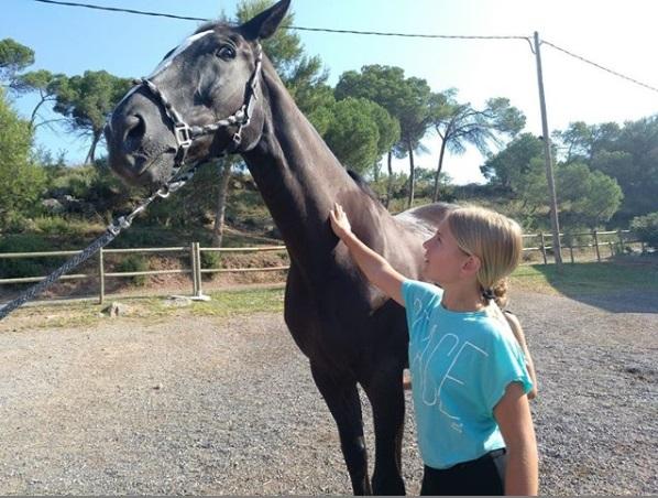 Per als més menuts (5-8 anys): - Campament multi-activat situat a Castellnou de Bages, estades de 4 dies/3 nits.