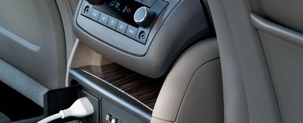 2014-gmc-acadia-photo-videos-interior-stage-980x400-14.jpg