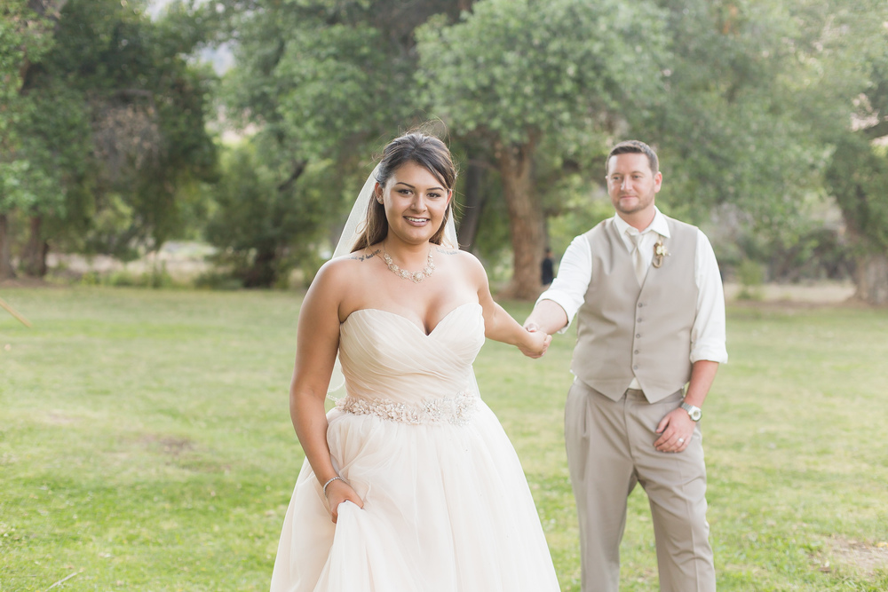 sample image of a wedding bride and groom taken with a 50mm 1.4 lens