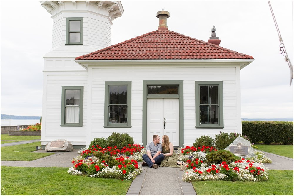 engagement photo of couple at Mukilteo lighthouse