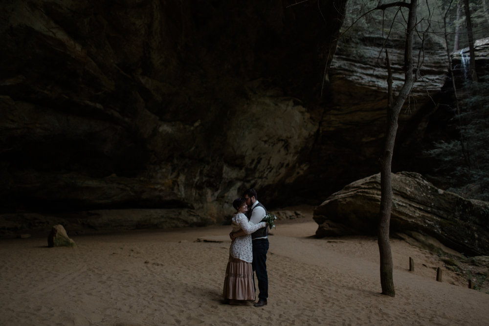 intimate ohio wedding photography justin and brie in hocking hills by sarah rose