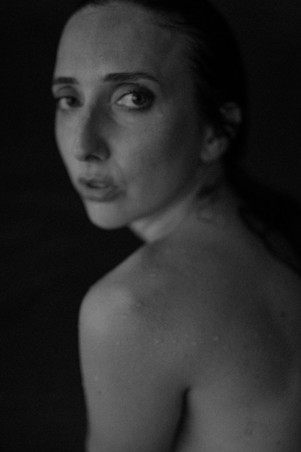 outdoor boudoir. boudoir inspiration. underwater nude. black and white portrait. underwater boudoir. art model. anoushanou. ohio boudoir photographer. sarah rose photography. i am sarah rose.