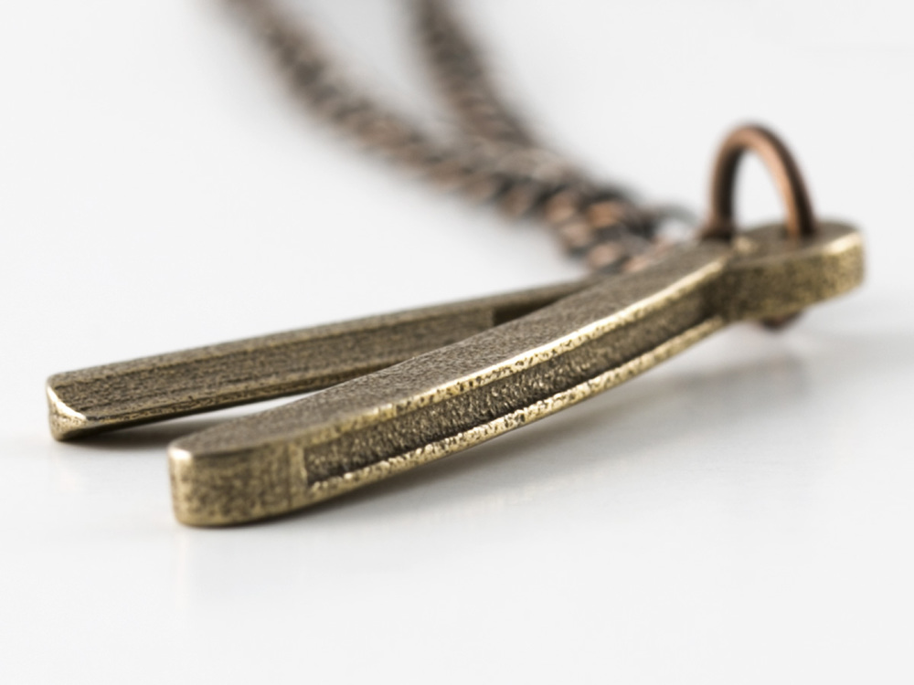 Razor-Necklace-Detail-01.jpg