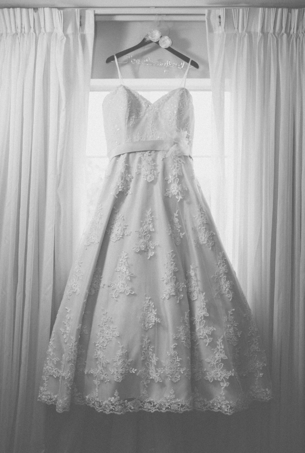 White_wedding_dress