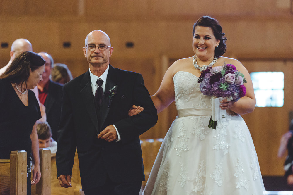 Bride_and_father_walk_down_aisle