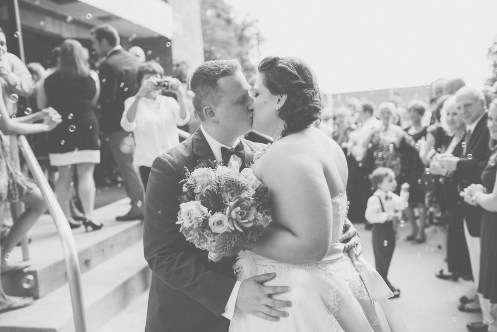 Bride_and_groom_kiss_after_ceremony
