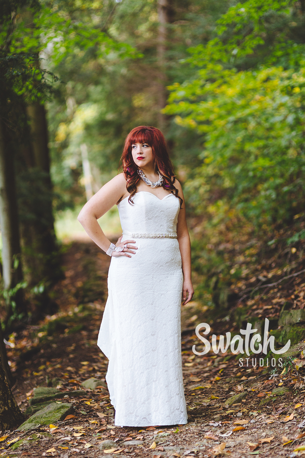 Gorgeous_bride_in_Fall_Wedding