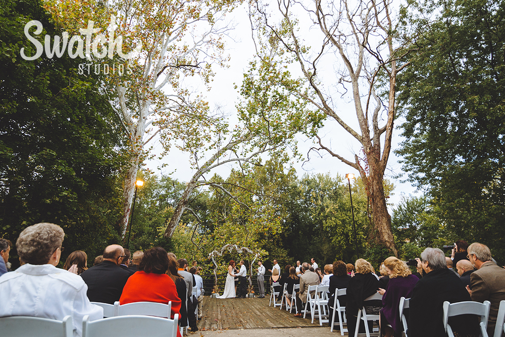 Fall_outdoor_wedding_ceremony