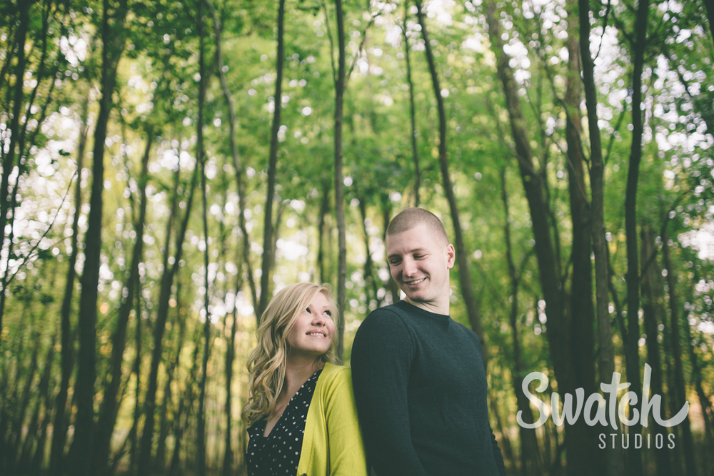 Fall_woodsy_engagement_session